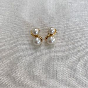 Vintage gold and white pearl small earrings.